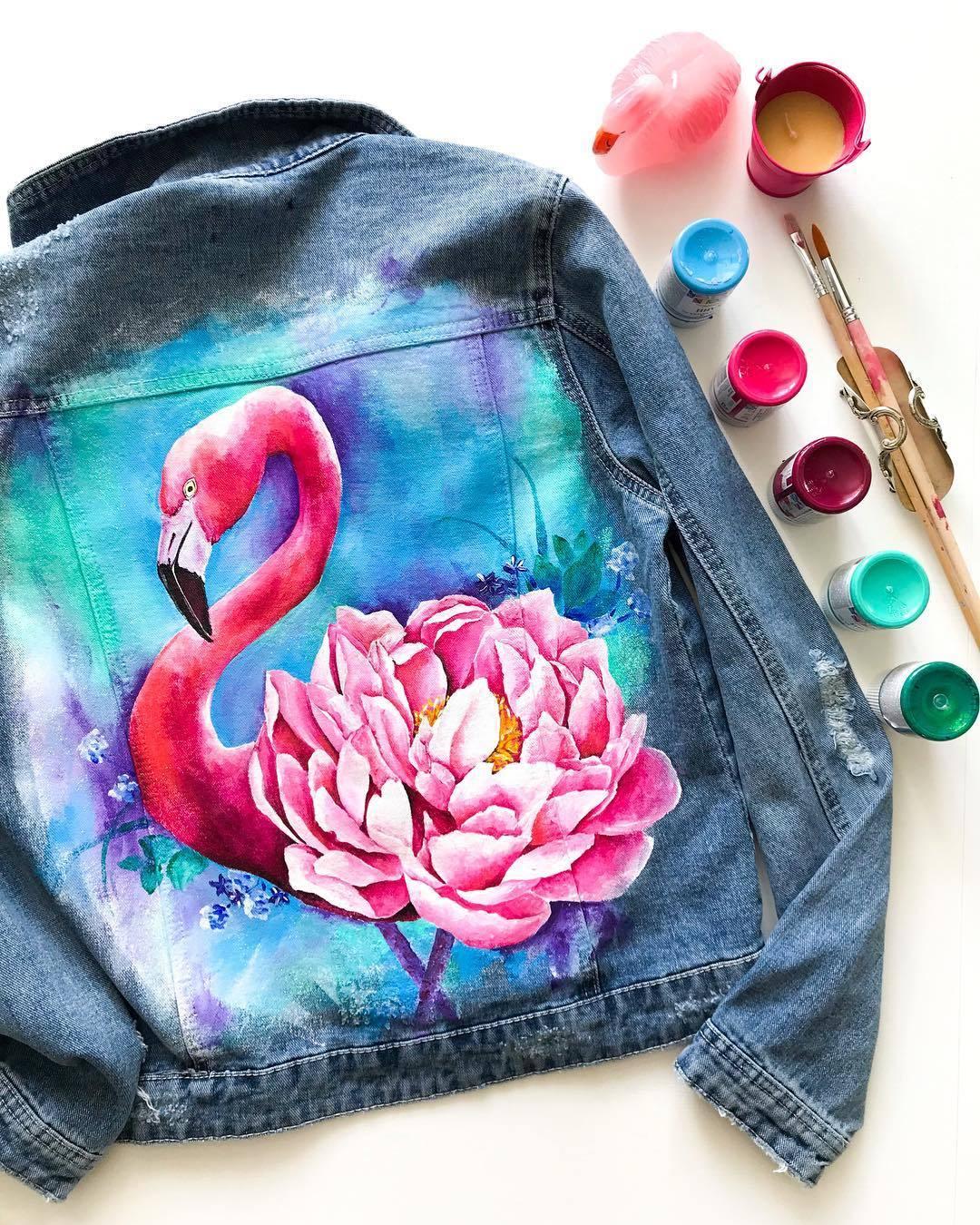 рисунок на джинсовой куртке акриловыми красками эффектно
